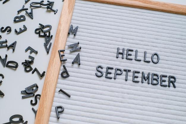レターボードの英語テキストこんにちは9月