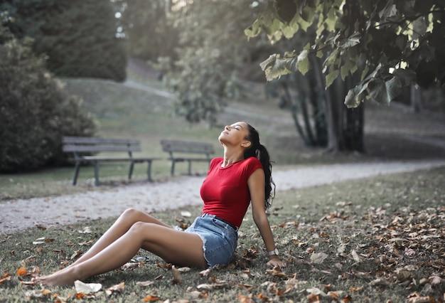 公園で秋を楽しむ