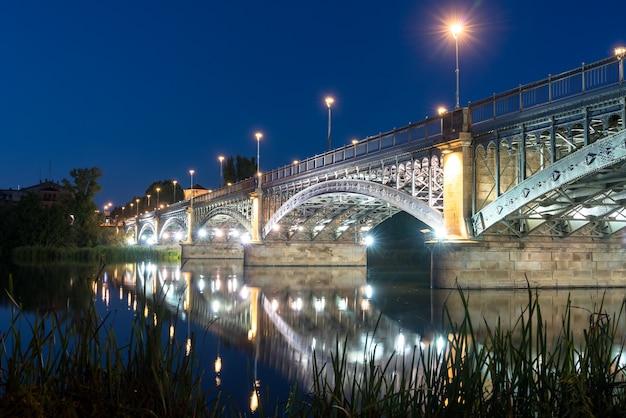 サラマンカスペインのエンリケエステヴァン橋