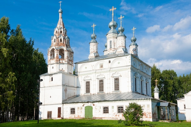 The ensemble of the transfiguration and sretensky transfiguration church (17th century) in velikyi ustyug, russia