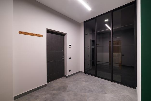 Прихожая в современной квартире.