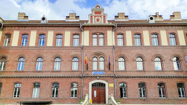 ルーマニア、クルージュナポカの教育機関の入り口
