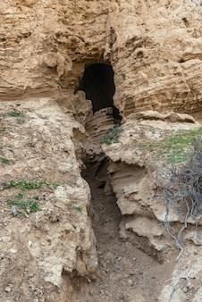 Вход в горную пещеру