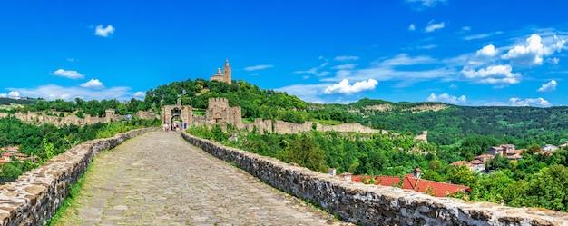 ブルガリア、ヴェリコタルノヴォのツァレヴェッツ要塞への入り口
