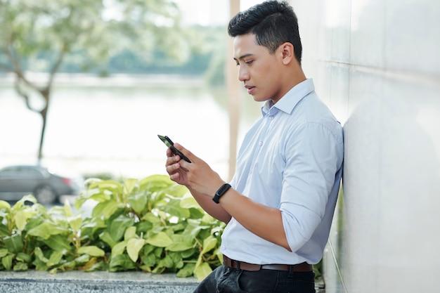 電話で起業家のチェック通知