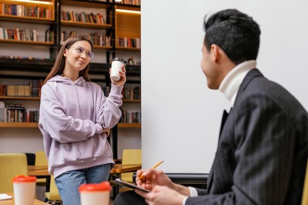 Imprenditori riuniti in ufficio