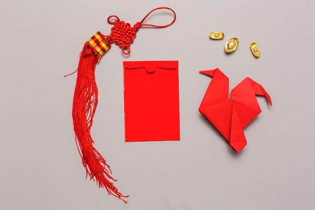 折り紙と装飾の間の封筒