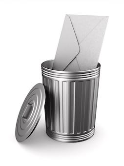 Конверт в мусорное ведро на белом.