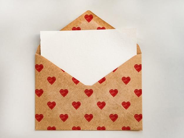 하트 모양의 그림이있는 봉투