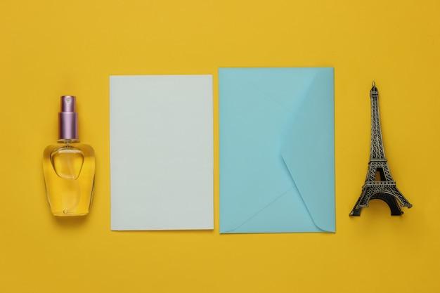 편지 봉투, 노란색 배경에 뷰티 액세서리. 평면도. 여행 개념. 공간 복사