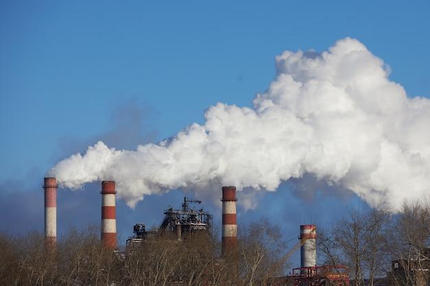 環境災害。都市の劣悪な環境。有害な排出環境