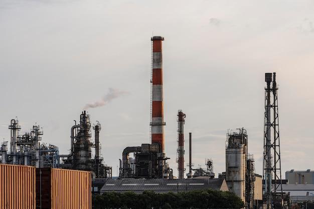 대낮의 환경 오염 및 산업 외관