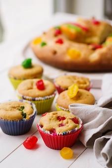 Крещенские десерты на столе с тканью