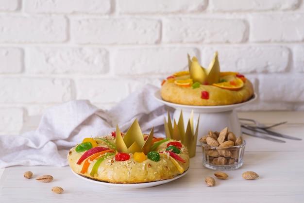 Крещенские десерты с коронами