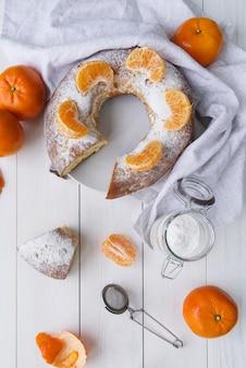 Dessert del giorno dell'epifania con arancia e zucchero