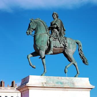 루이 14 세의 승마 동상, 리옹, 프랑스의 벨 쿠르 광장