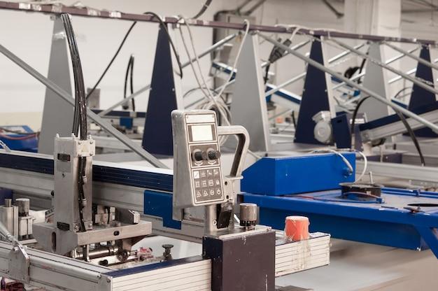 Оборудование и станки для покраски ткани на швейной фабрике