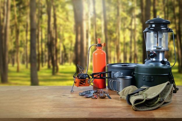 숲에서 장비.