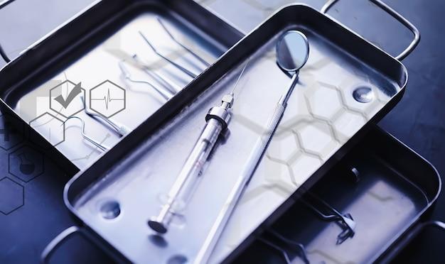 Оборудование для стоматологического кабинета. ортопедические инструменты. зубной техник с рабочими инструментами. металлические инструменты стоматолога.