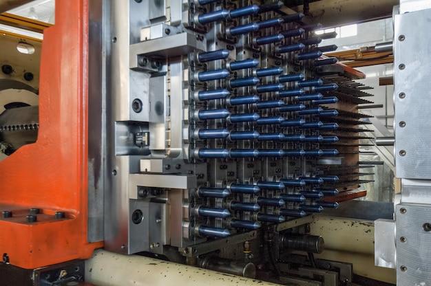 Оборудование для производства преформ для пластиковых бутылок производит колбы для пластиковых бутылок.