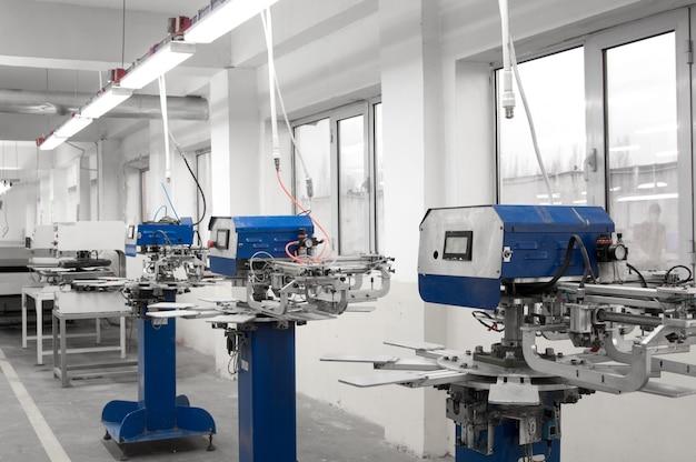 Оборудование для производства форм для ткани на швейную фабрику.