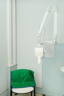 병원의 x-ray 치과 사무실에있는 장비.