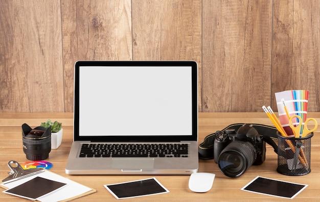 Оборудование фотографа на столе