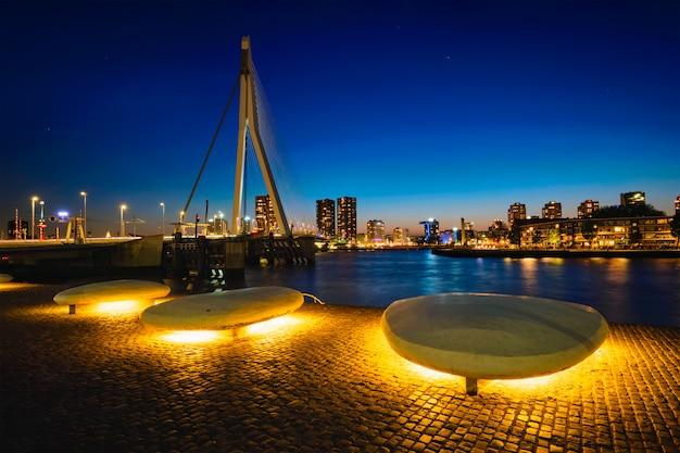 エラスムス橋、ロッテルダム、オランダ