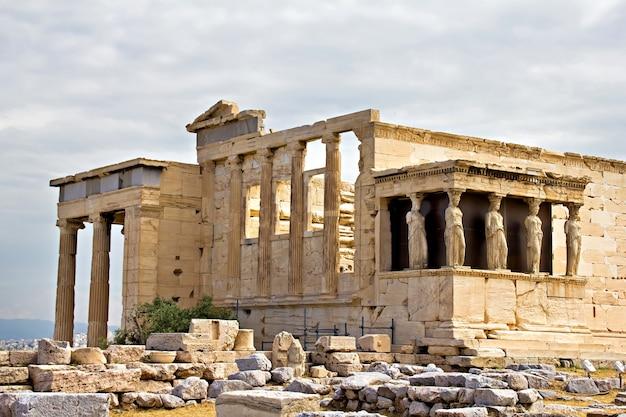 ギリシャ、アテネのアクロポリスにあるエレクテウム寺院の遺跡