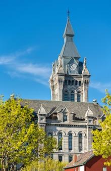 버팔로의 역사적인 시청이자 법원 건물 인 erie county hall