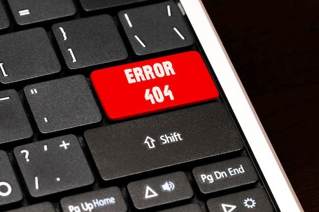 黒のキーボードの赤のenterボタンのエラー404。