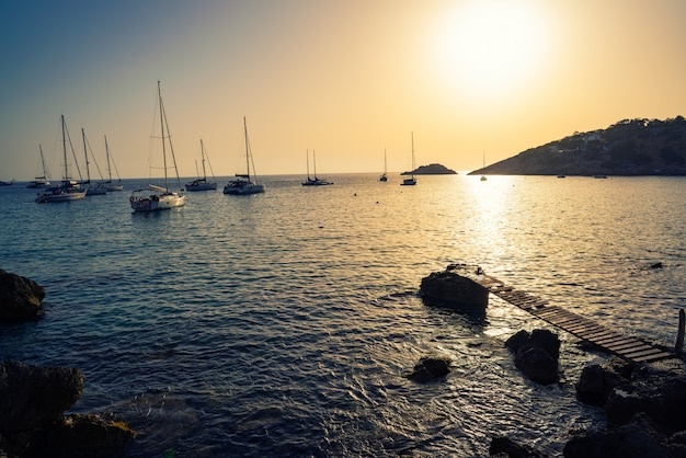 Es vedra島の夕日とイビサカラdホート