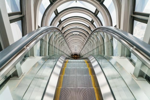 Эскалатор в современном здании
