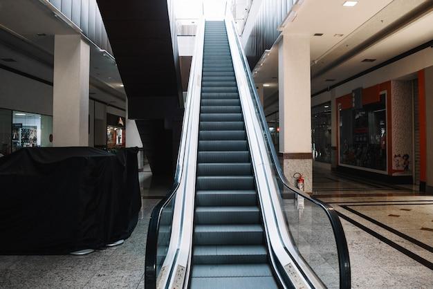 Scala mobile nel centro commerciale