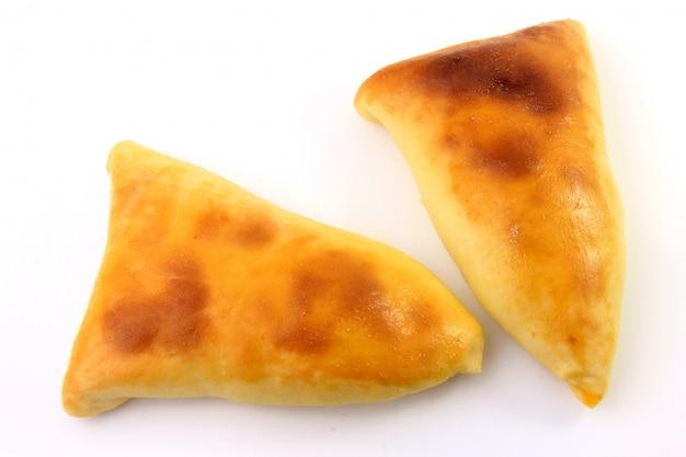 Мясо сфиха (esfiha, esfirra) арабского происхождения, традиционно адаптированное для бразильской кухни