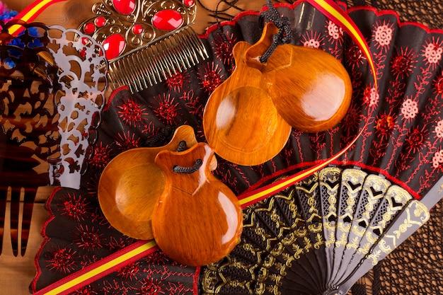 Испана типичная из испании с элементами кастаньеты фламенко