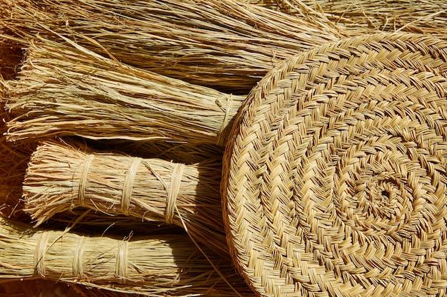 工芸品のかご作りに使用するesparto halfah草