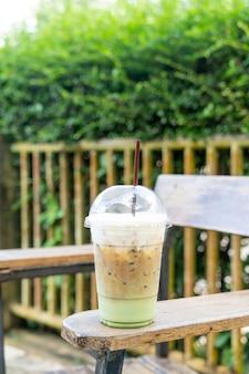 Кофе эспрессо со стаканом зеленого чая матча