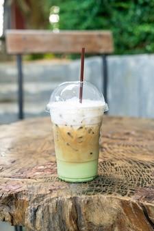 エスプレッソコーヒーと抹茶グリーンティーグラス