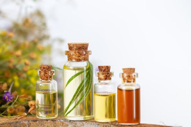Бутылки эфирного масла для ароматерапии или спа