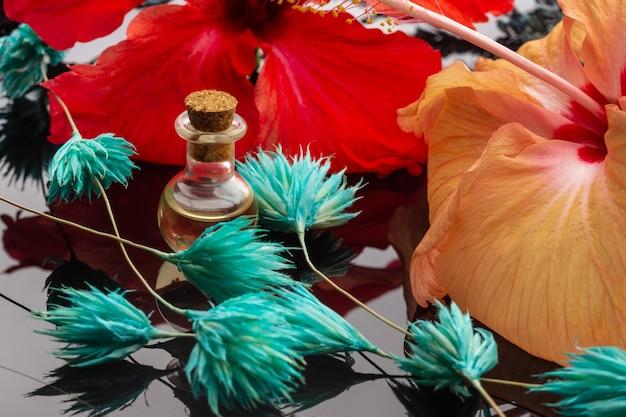 Эфирные масла и цветочные травы. крупным планом, спа и релаксация