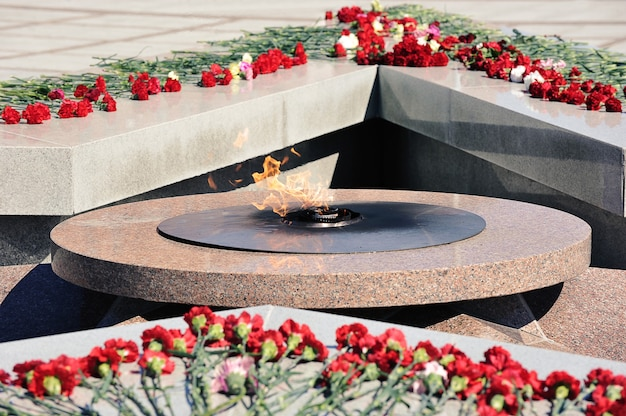 Eternal flame and flowers on the monument dedicated to the victory day-may 9 in st. petersburg, russia