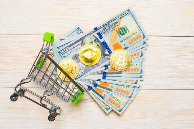 Ethereumコインと紙幣100ドル
