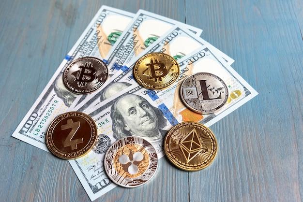 Ethereum, zcash, ripple, bitcoin и litecoin на банкнотах в долларах сша. обмен криптовалюты на доллар. концепция технологии блокчейн