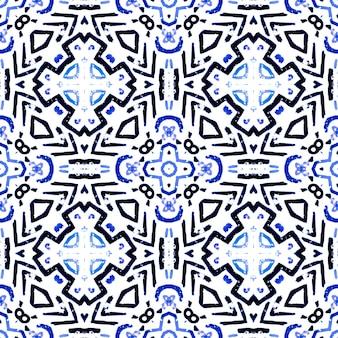 民族の幾何学模様。ブルーインディゴホワイトカラー。セラミックタイルプリント。