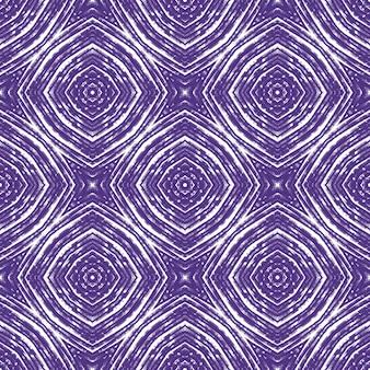 エスニック手描きパターン。紫の対称的な万華鏡の背景。サマードレスエスニック手描きタイル。テキスタイルレディエクストラプリント、水着生地、壁紙、ラッピング。
