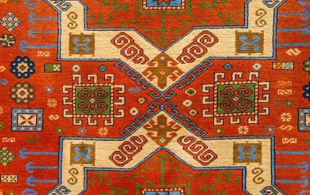 エスニックな風合いのデザイン。伝統的なカーペットのデザイン。カーペットの装飾品。