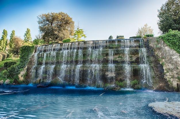 イタリア、ローマのeur地区の滝