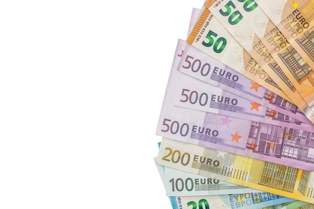 白い背景、上面図に分離されたユーロ紙幣