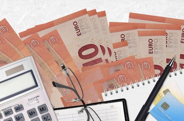 ユーロ紙幣とメガネとペンで計算機